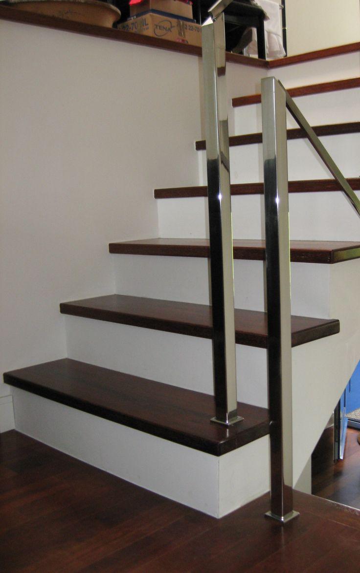 Spiegelpolierte Treppengeländer aus Edelstahl mit Vorbereitung für Holzhandlauf. Tolles Holz | Steiner Edelstahl