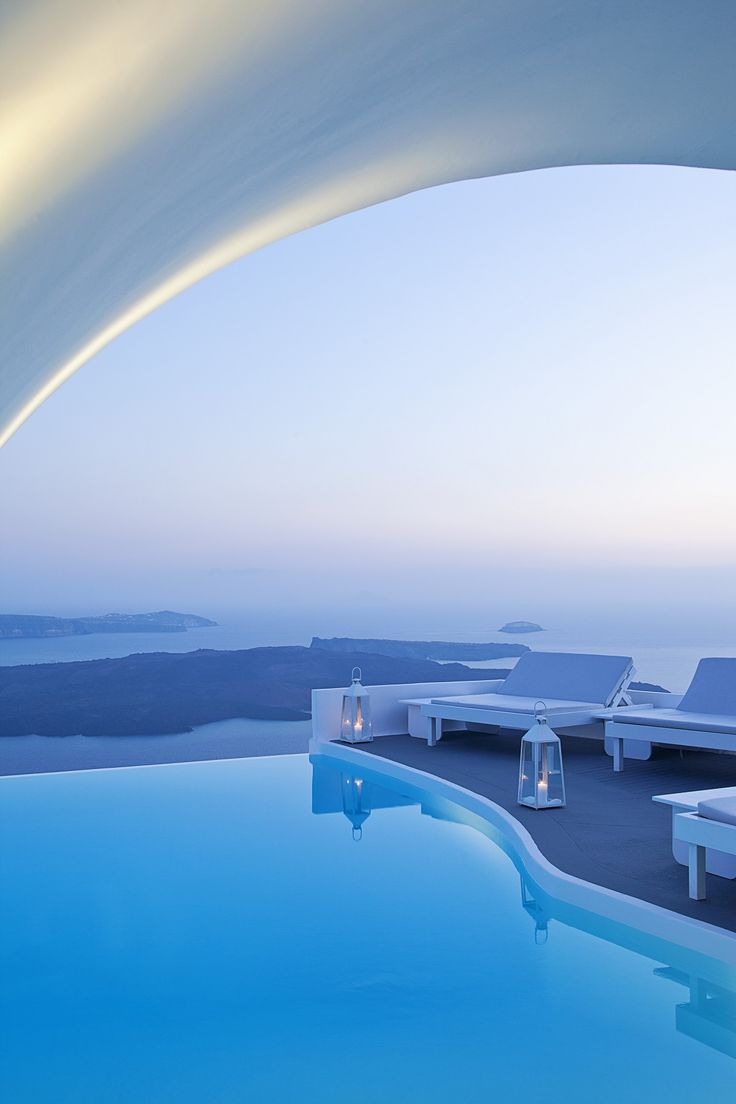 32 best images about breathtaking infinity pools on for Hotels in santorini with infinity pools