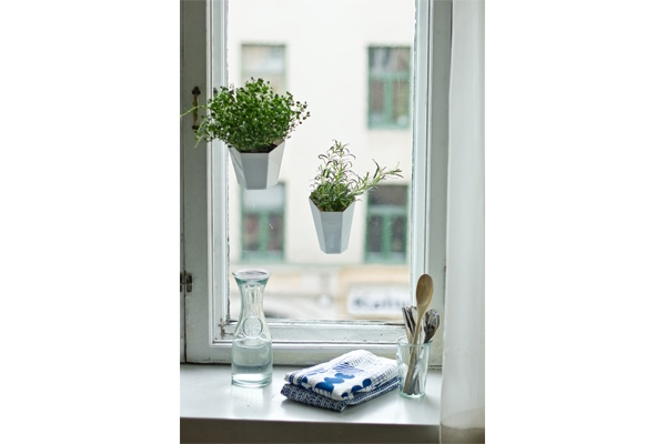 OKSA pots attach easily for example to a window or refrigerator door / Season One