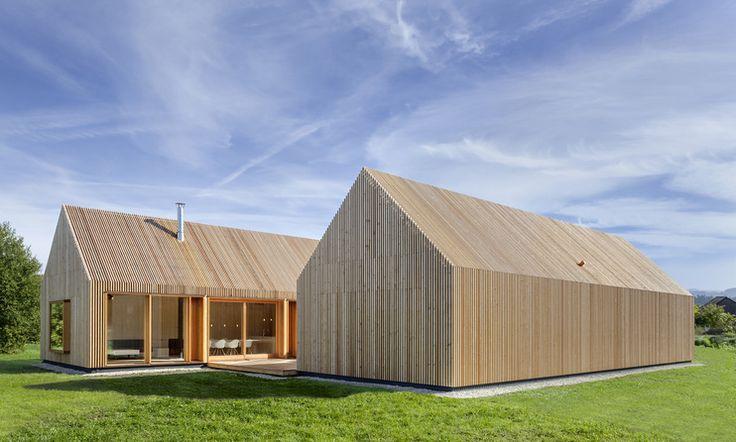 Wooden residential house with lath front by Kühnlein Architektur