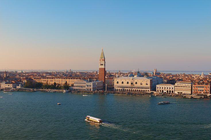 """Reiseliteratur: Wir haben mit Tochter 1 """"Lavendel in Venedig"""" gelesen, ein schöner Kinderreiseführer, geschrieben aus der Sicht eines Mädchens, das mit seinem Vater nach Venedig reist. …"""