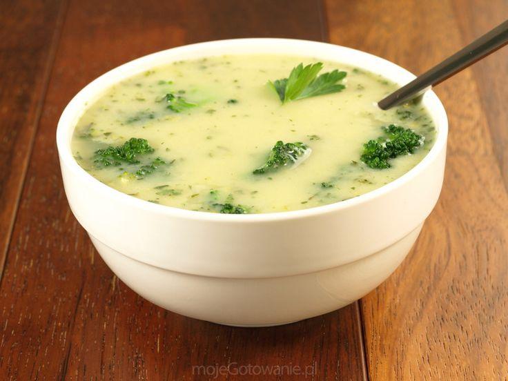 Włoska zupa brokułowa  shutterstock.com