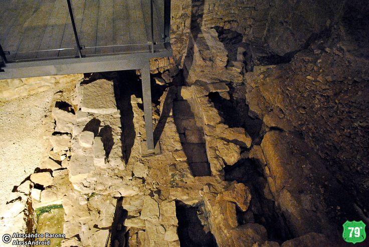 Tombe nell'ala del Castello Svevo #Bari #Puglia #Italia #Italy #Viaggiare #Viaggio #OldCity #Travel #AlwaysOnTheRoad