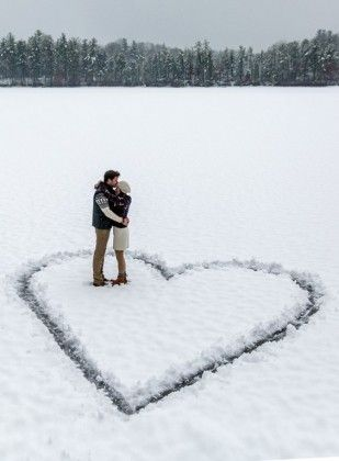 Winter Engagement Photo Shoot and Poses Ideas 4