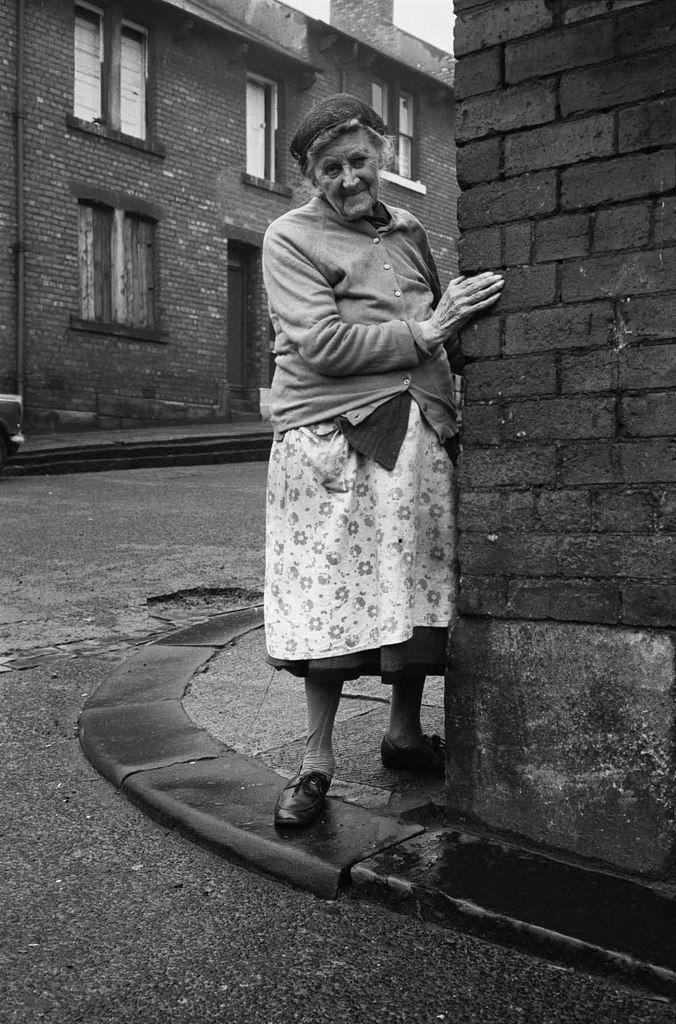 Mrs Potter in Mason Street, 1975 © Sirkka-Liisa Konttinen