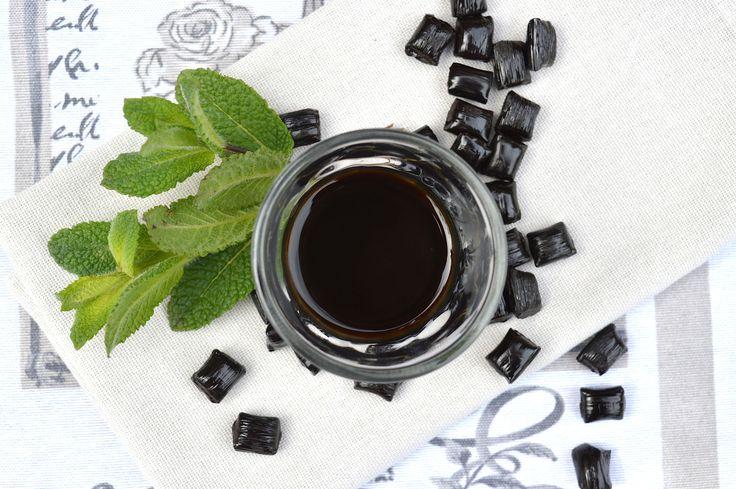 Prepara il liquore liquirizia e menta Bimby, un ottimo fine pasto digestivo e rinfrescante, da servire anche come ammazzacaffè
