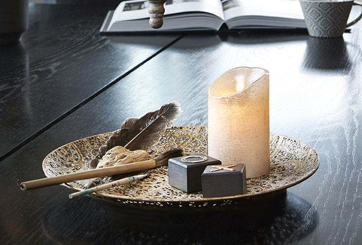 Kaunis, itämaistyylinen alusta. Koristele seinää Magic- alustalla, tai käytä asetelman alustana kynttilöille ja kukille.