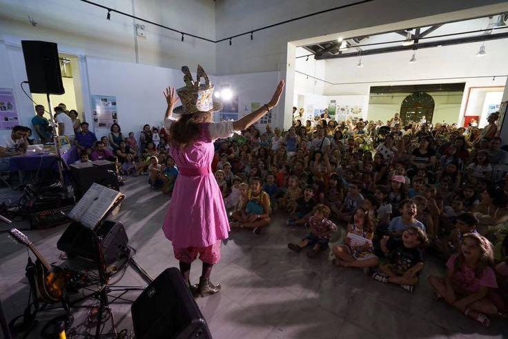 """21/6, Ευρωπαϊκή Ημέρα Μουσικής: τη γιορτάσαμε με εκατοντάδες μικρούς φίλους στην Τεχνόπολη του Δήμου Αθηναίων, τραγουδώντας τη """"Μία Τρελή τρελή αλφαβήτα"""" παρέα με τον Άνθρωπο-Ορχήστρα!"""