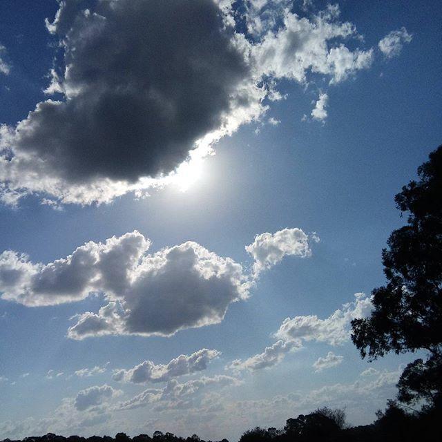 Esse céu 🙌🙌 #notfilter #nature #céu #sol #nuvens #gratidao