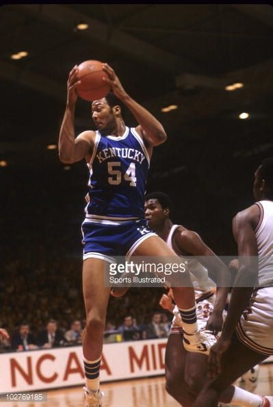 Fotografia de notícias : Kentucky Mel Turpin in action, rebounding vs...