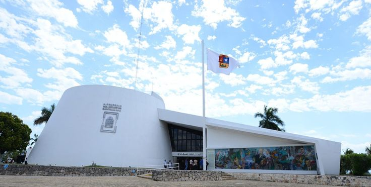 Buscan consenso para la Ley de Movilidad CHETUMAL, Quintana Roo a 21 de noviembre de 2017. - Diputados integrantes de la XV Legislatura recibieron representantes y dirigentes sindicales de choferes de automóviles de alquiler con quienes hablaron sobre la iniciativa de Ley de Movilidad que se presentó la semana pasada en el Congreso del Estado.…