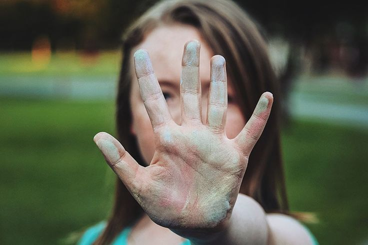 Rodzina: 5 pomocnych rad dotyczących asertywności - http://kobieta.guru/5-pomocnych-rad-dotyczacych-asertywnosci/ - Choć o asertywności dużo się mówi – wiele osób wciąż ma problem z wyrażaniem własnego zdania i mówieniem o swoich potrzebach.   Nie ma to żadnego związku z zarozumiałością czy agresywnością. To świadomość posiadania nienaruszalnych praw do własnej opinii, przestrzeni, intymności. Bez poczucia winy, że musimy kogoś skrytykować, bąd�