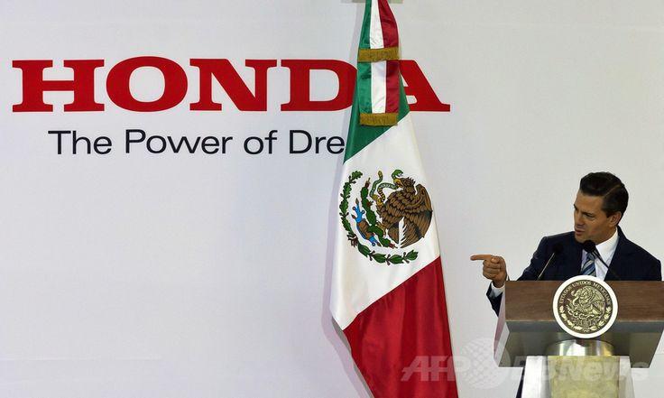 メキシコ・グアナフアト(Guanajuato)州の工業都市セラヤ(Celaya)で行われたホンダ(Honda)の新工場落成式でスピーチするエンリケ・ぺニャニエト(Enrique Pena Nieto)大統領(2014年2月21日撮影)。(c)AFP/OMAR TORRES ▼11Mar2014AFP|日本の自動車メーカー誘致に沸くメキシコ・グアナフアト州 http://www.afpbb.com/articles/-/3010115 #Celaya #Honda #Enrique_Pena_Nieto