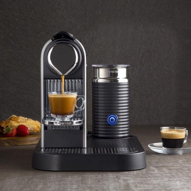 With its retro-modern design, integrated milk frother and unparalleled Nespresso quality high performance pump, the Citiz&Milk Espresso Maker is sure to please coffee lovers. Featuring two programmable buttons with automatic flow-stop for both Espresso and Lungo coffee preparations, as well as a removable drip tray for tall glass coffee recipes.