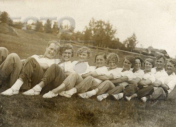 ПАНФИЛЬ Анатолий: Групповая фотография, 1930-е годы.
