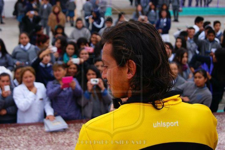 Luis Fuentes, Alí Manouchehri, Christian Ledesma y Vandinho visitaron tres colegios de la ciudad puerto con regalo de entradas para el partido del sábado