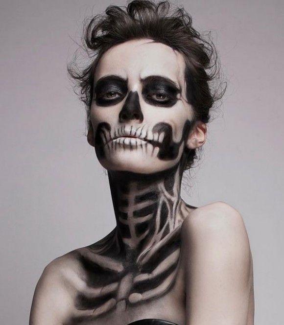 ハロウィン仮装もモードにキメる! ニュートラルカラーのお洋服にもピッタリ合うフランス発「ガイコツ」メイクにチャレンジせよ