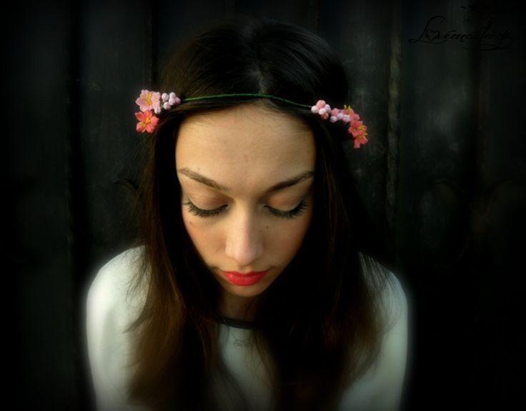 Coronita flori de piersic (40 LEI la LoveMade.breslo.ro)