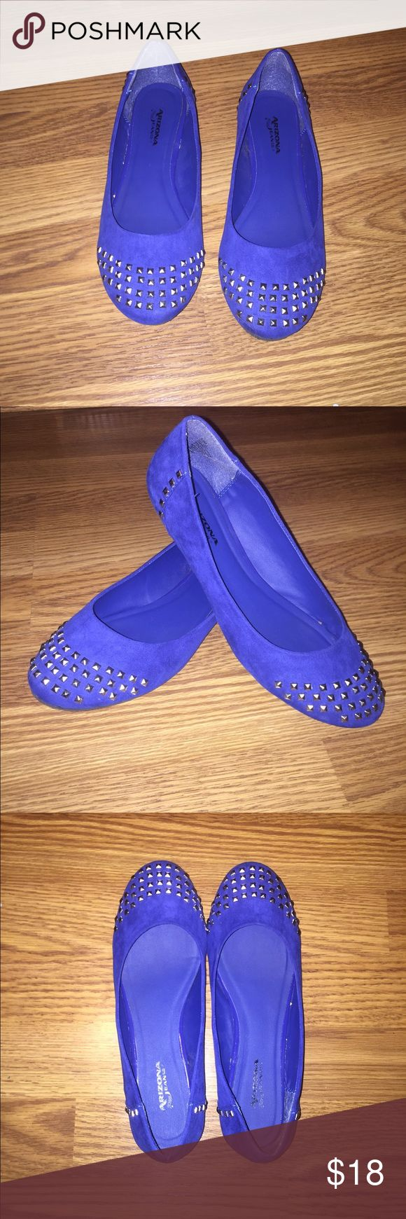 Royal blue Arizona jeans company flats Royal blue flats with silver rhinestones at the toes. They may look purple in the photos but they are blue! As you can see from the picture these shoes were not worn many times and there is no wear on the insoles! Size 8.5 fit more like a 7.5-8. Arizona Jean Company Shoes Flats & Loafers