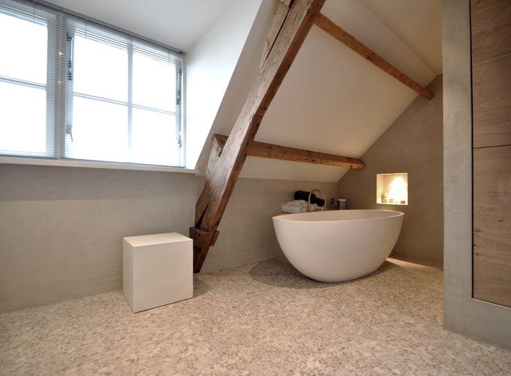 Meer dan 1000 idee n over houten badkamer op pinterest badkamer spiegelkast badkamer kasten - Houten vloer hal bad ...