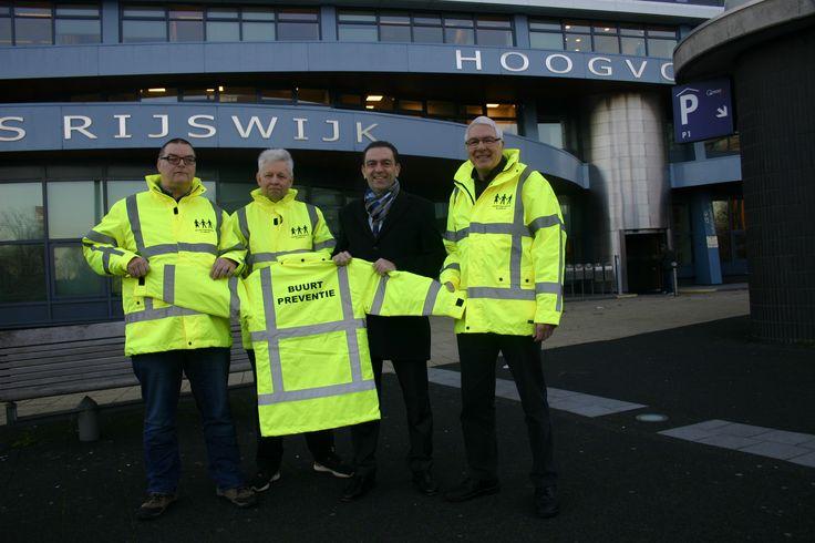 Nieuwe jassen voor de buurtpreventieteams in Rijswijk