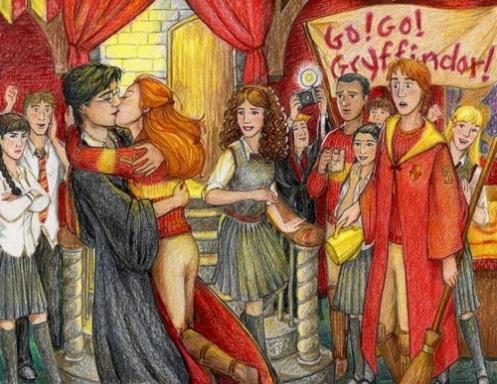 Harry miró alrededor; Ginny  corría hacia el con expresión radiante y decidida, y al llegar a su lado le rodeó el cuello con los brazos. Y sin pensarlo, sin planearlo, sin preocuparle que hubiera cincuenta personas observándolo, Harry la besó.
