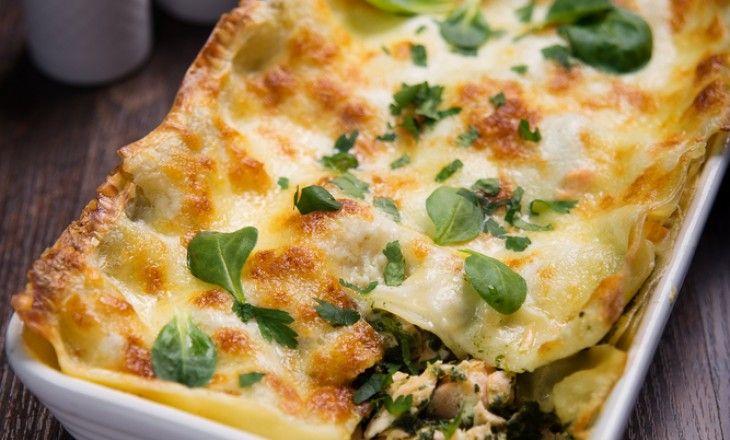 Har du tröttnat på vanlig lasagne, då måste du prova denna variant med lax och fetaost.