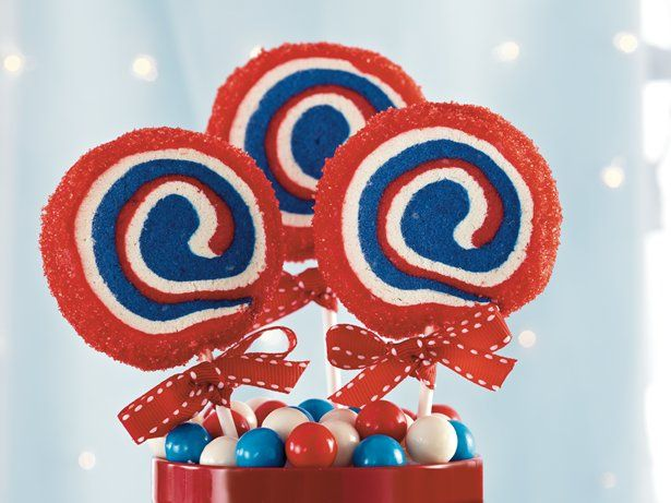 Treat your guest with these delicious cookie pops made using Betty Crocker® sugar cookie mix – perfect dessert for July 4th celebration.