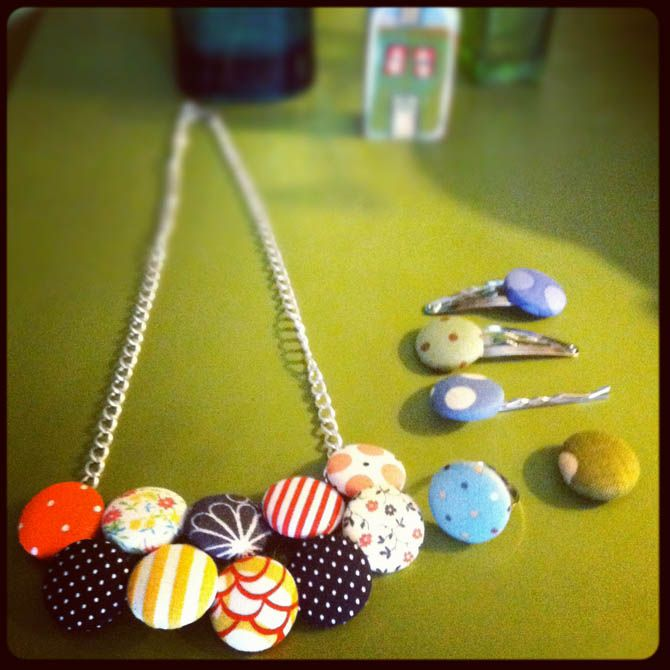 dit craft: fabric button necklace on www.dearhandmadelife.com
