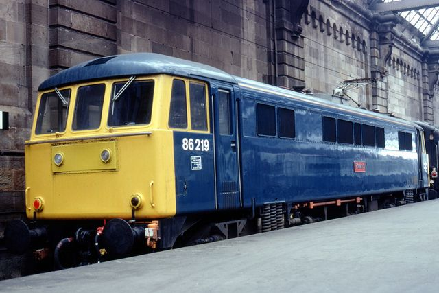 86219 (ex E3196) 'Phoenix' at Glasgow Central in June 1981. Built at the English Electric Vulcan Foundry and delivered on 8th Dec 1965. Named 'Phoenix' on 31st Aug 1979. Withdrawn on 8th Feb 2002 and cut up at Immingham Railfreight terminal on 31st May 2002.