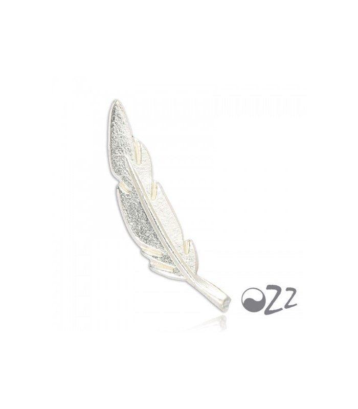 Zilveren (925) oorbellen in de vorm van een veer (earline) | Per set van twee (links en rechts) Sterling zilver oorbellen | Sterling zilver oorbellen | EAN: 8791005031534 | ZOE zilveren sieraden