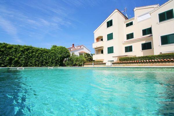 Bonsai  Keurig appartement voor koppels met gezamenlijk zwembad slechts 6 km van Porec  EUR 349.59  Meer informatie  #vakantie http://vakantienaar.eu - http://facebook.com/vakantienaar.eu - https://start.me/p/VRobeo/vakantie-pagina