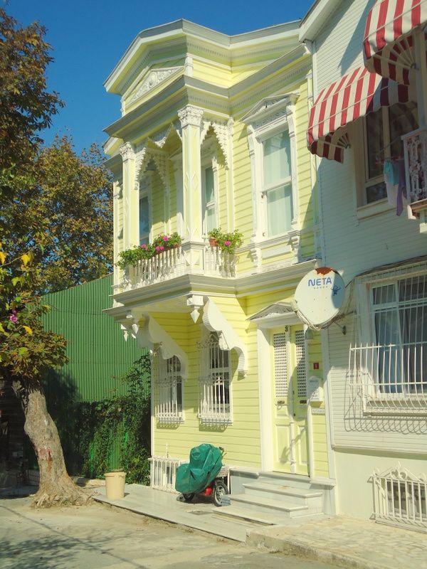Turgut Reis sokakta restore edilmiş ahşap ev (2013)...