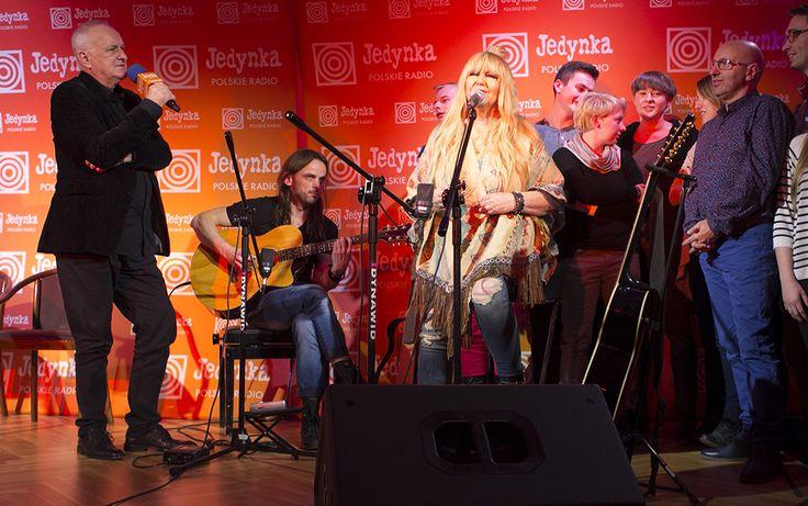 """Jacek Cygan z Marylą Rodowicz i jej fanami śpiewają """"Łatwopalnych"""" www.polskieradio.pl YOU TUBE www.youtube.com/user/polskieradiopl FACEBOOK www.facebook.com/polskieradiopl?ref=hl INSTAGRAM www.instagram.com/polskieradio INSTAGRAM"""