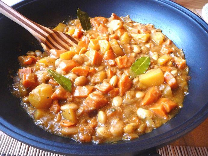 Bramborovo-fazolový guláš 12-ti chutí