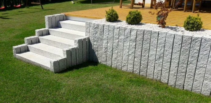 Mit Palisaden Eine Moderne Gartengestaltung Geniessen Gartengestaltung Garten Stufen Garten