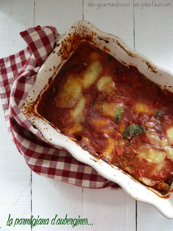 Vous aimez les aubergines???? Alors vous allez adorer ce plat, Graziella affirme même qu'il pourrait faire aimer ce légume aux plus réfractaires et je veux bien la croire, elles sont fondantes, la sauce est parfumée juste comme il faut et la mozza fondante,...