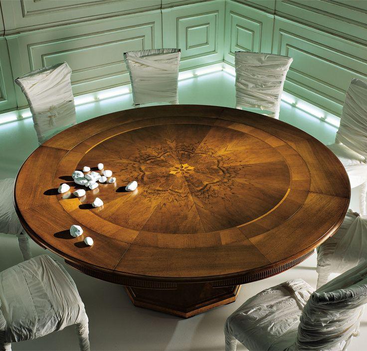 """Magnifico"" table"