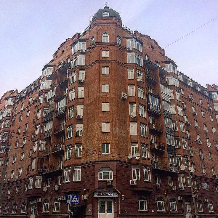 ул. Введенская, 29/58, Подольский район, Подол, г. Киев.  8-9-этажный, монолитно-каркасный дом. Застройщик: Житлоинвестбуд-УКБ.    #architecture #buildings #igerskiev #igkiev #insta_kiev #instakiev #Kiev #kiev_foto #kiev_ig #kievblog #kievcity #kievgram #kievphoto #kievpics #kievrealtor #kievtown #Kyiv #Podol #realestate #realtor #квартираКиев #Киев #киевриэлтор #Київ #недвижимость #недвижимостьКиева #Поділ #Подол #риелторКиев #риэлтор