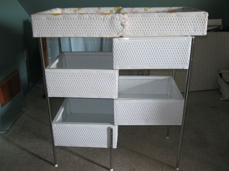 VINTAGE BADGER WICKER BABY CHANGING TABLE FROM THE 1970S