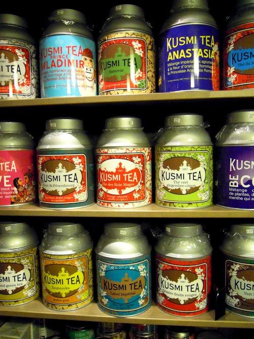 Non me ne intendo, ma irresistibili sono già i barattoli... Kusmi Tea