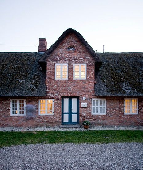 Frisian traditions with a modern twist! On the North Sea island of Foehr the former hayloft of an old farmhouse has been converted into an unusual holiday apart
