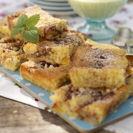 Päron- och plommonkaka. Klicka på bilden och hitta receptet på www.hemmetsjournal.se!