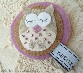 Owl - brooch - felt/wool