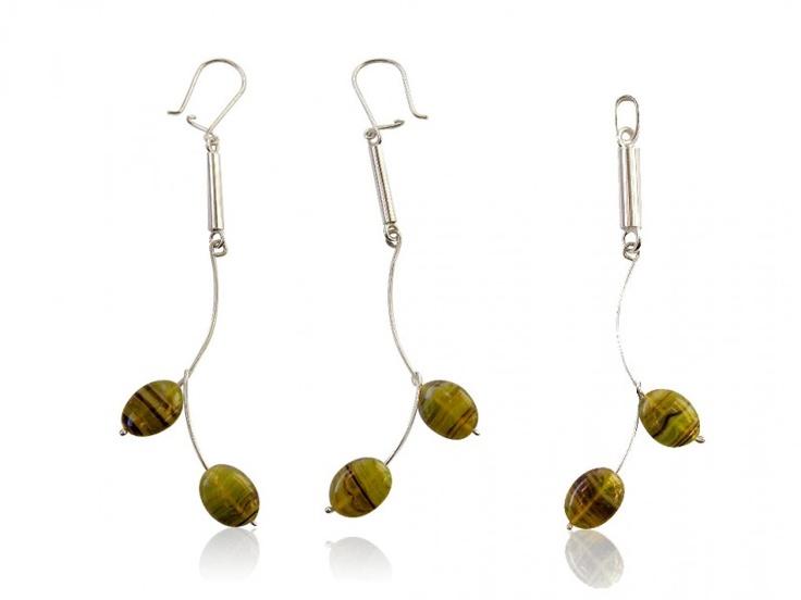 Silver jewellery set with dark green glass bead
