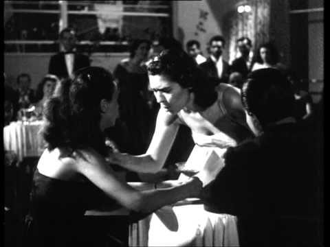 Η Σούλη Σαμπάχ (=Ανατολή, αραβικά) που το πραγματικό της όνομα είναι Αναστασία Χριστοδούλου, γεννήθηκε στην Αλεξάνδρεια της Αιγύπτου. Τραγουδίστρια και ηθοποιός, ήταν σύζυγος του επίσης ηθοποιού Δημήτρη Νικολαΐδη