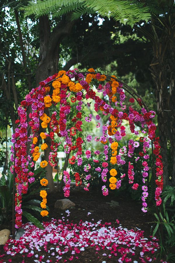 DIY WEDDING IDEAS: SIMPLE HANGING DISPLAYS & DECOR | Flower garland suspended on an arch for wedding ceremony