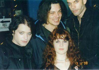 #Placebo #BrianMolko #ADVOCATE1612 Backstage 1998 0_736f1_52d285f3_orig (421×297)