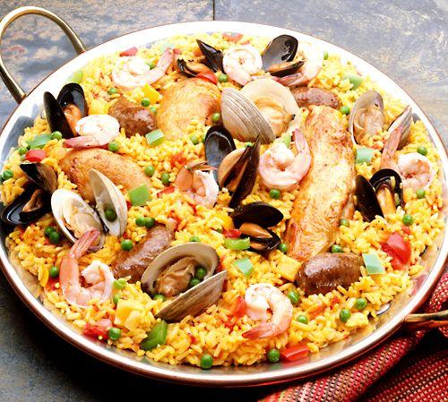 Paella med kyckling, räkor och två sorters musslor | Recept från Köket.se