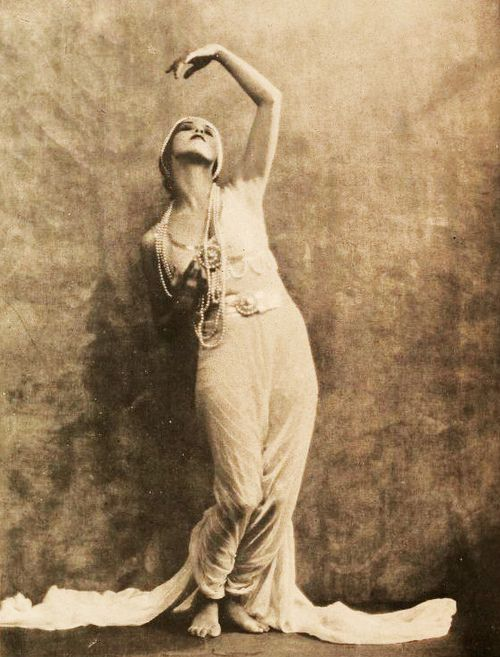 Martha Graham, 1922, while she was still a student at the Denishawn School in Los Angeles  viamudwerks(by Captain Geoffrey Spaulding)